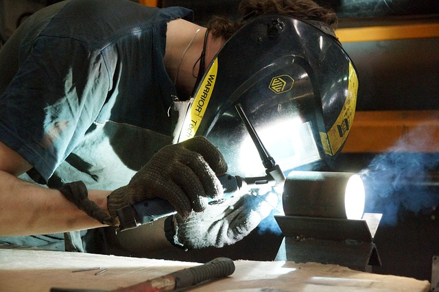 Rękawice ochronne Tegera i ich wpływ na warunki BHP środowiska pracy.