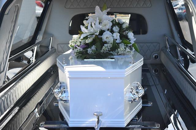 Organizacja pogrzebu bliskiej osoby nie jest łatwa